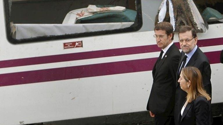 Mariano Rajoy visita el lugar del accidente ferroviario en Santiago de Compostela