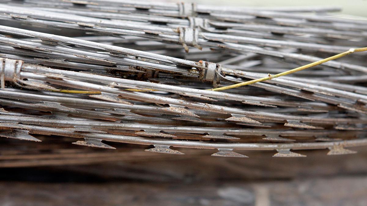 Marlaska quiere quitar las concertinas de las vallas de Ceuta y Melilla
