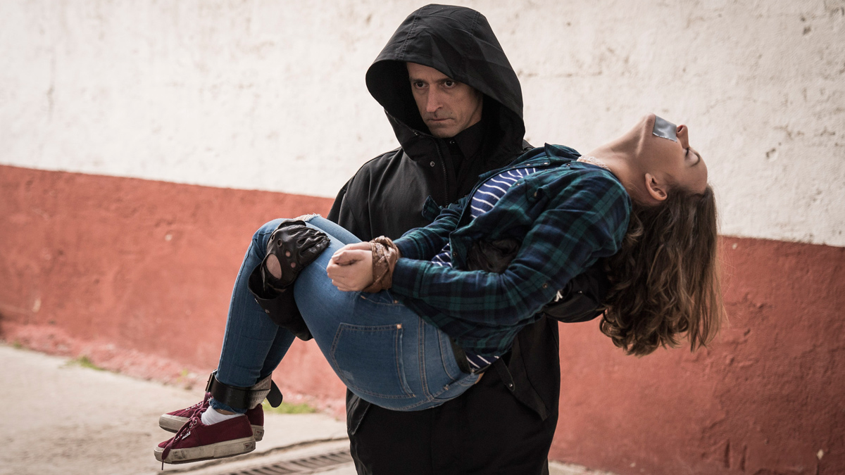 Estoy Vivo - Márquez desesperado por salvar a Bea del Carnicero
