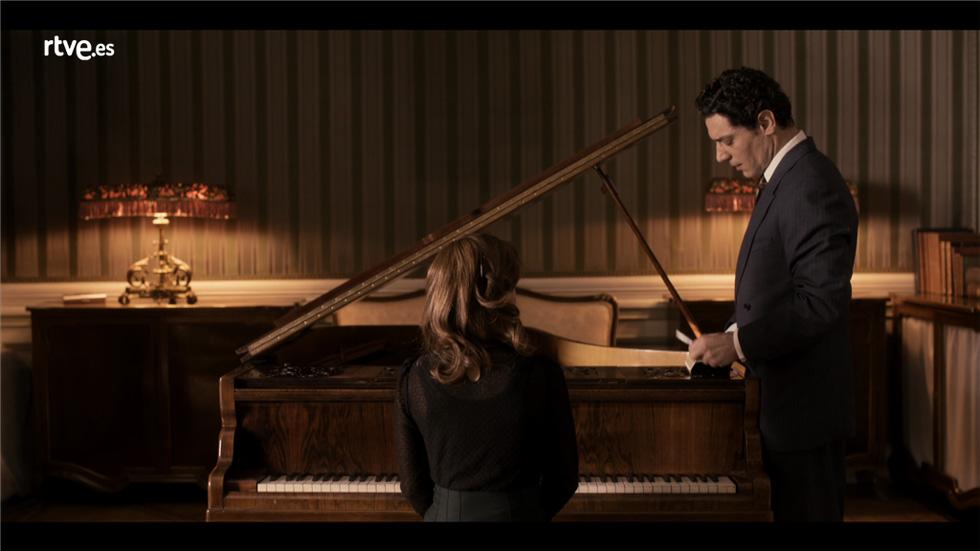 La sonata del silencio -  Marta demuestra su talento al piano