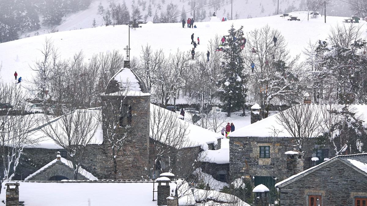 Más de 40 provincias están en alerta por nieve y viento