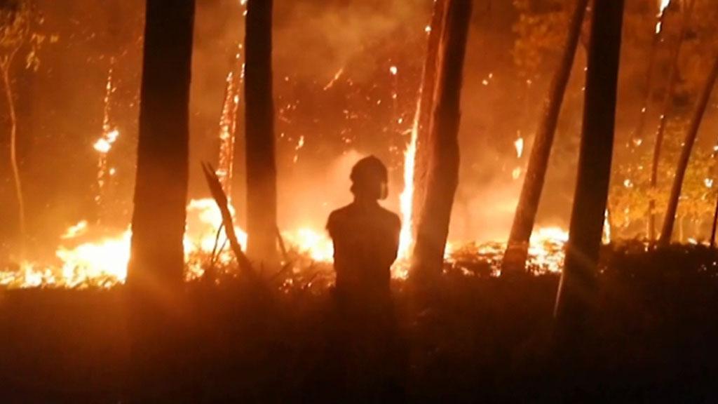 Más de 6.500 personas trabajan para controlar y apagar los fuegos según la Xunta de Galicia