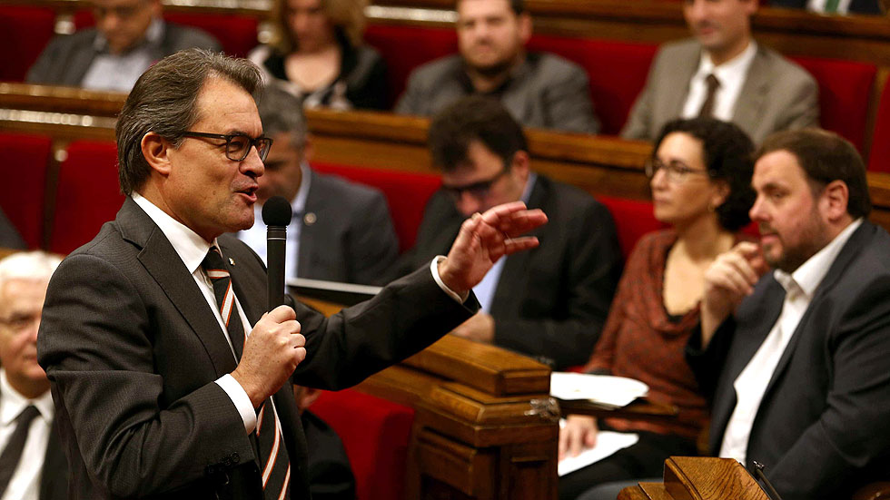 Mas acusa al Gobierno de Rajoy de querer inhabilitarle con la querella de la Fiscalía