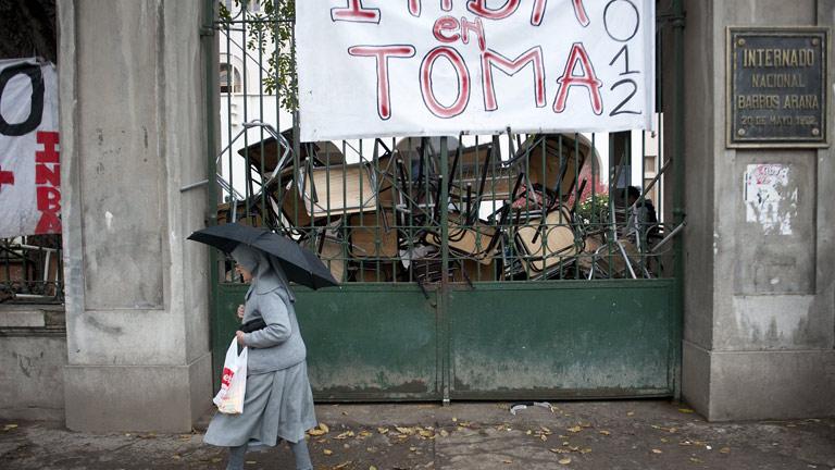 Más de un centenar de detenidos en Chile en el desalojo de institutos ocupados por estudiantes