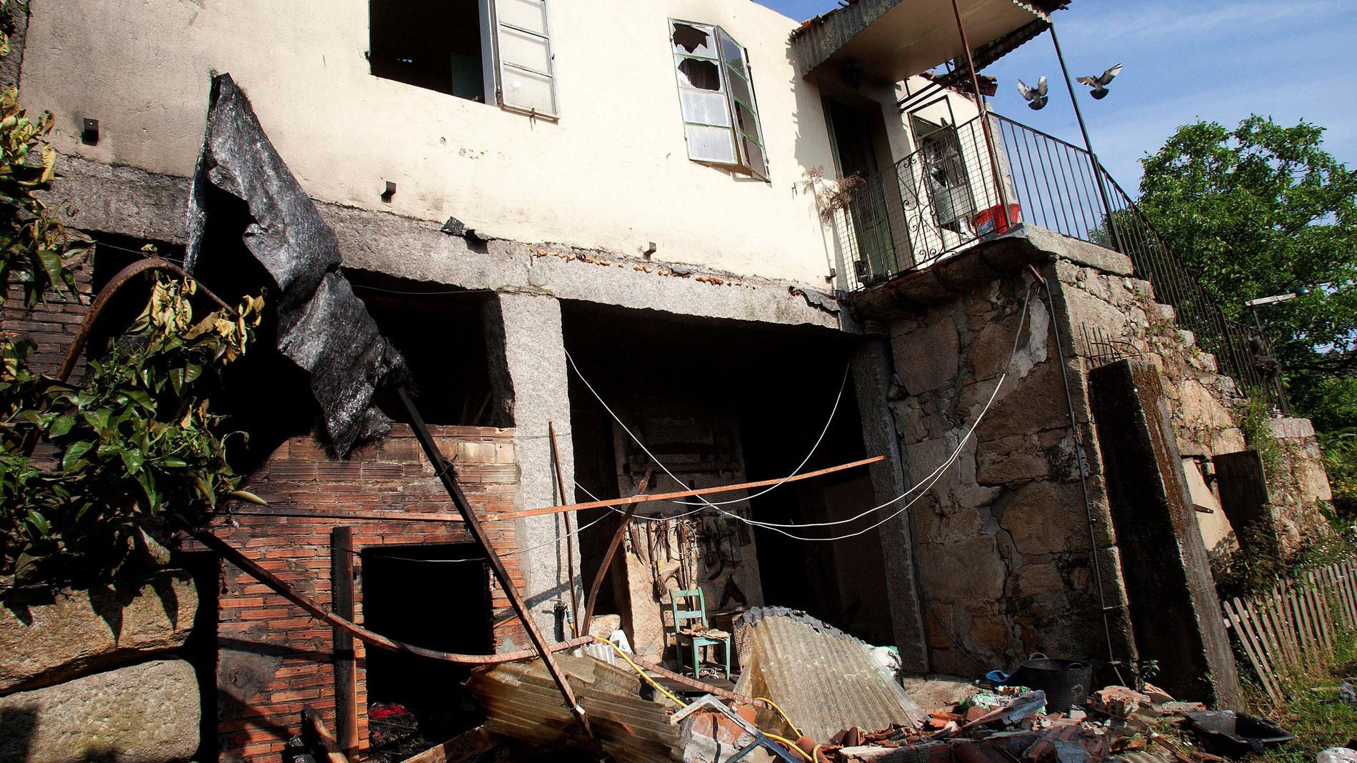 Más de mil kilos de material pirotécnico podrían estar almacenados en el depósito clandestino que explotó en Tui
