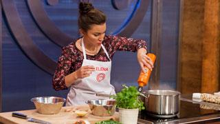 MasterChef 5 - Elena se emociona viendo su paso por las cocinas