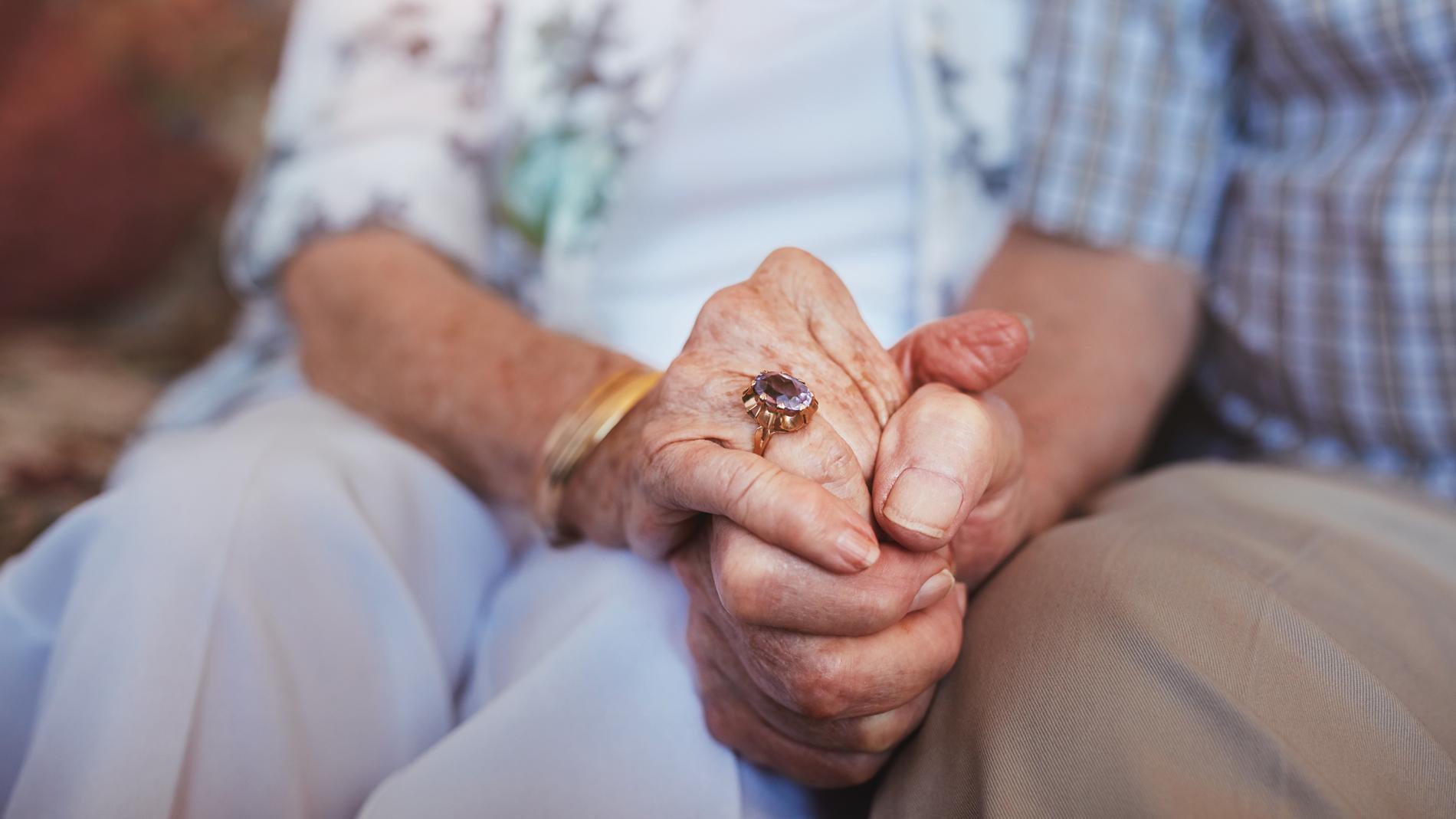 Un matrimonio de mas de 70 años lleva durmiendo dos noches en un parque tras su desahucio
