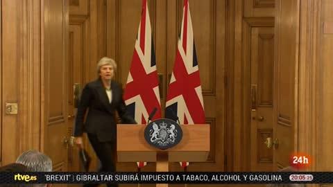 May sortea la rebelión en su Gobierno y defenderá el 'Brexit' hasta el final