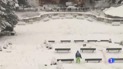 La mayor nevada en 30 años en París deja grandes atascos y retrasos en los vuelos