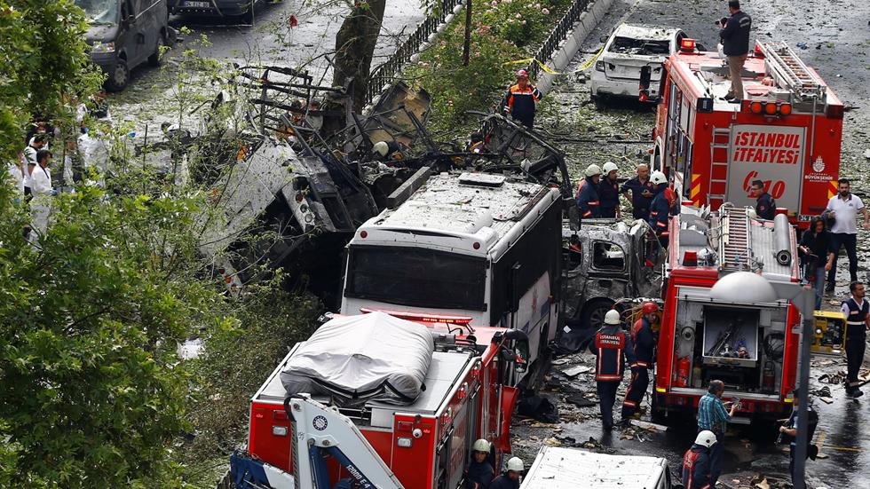 Al menos 11 muertos y 36 heridos tras estallar una bomba al paso de un autobús policial en Estambul