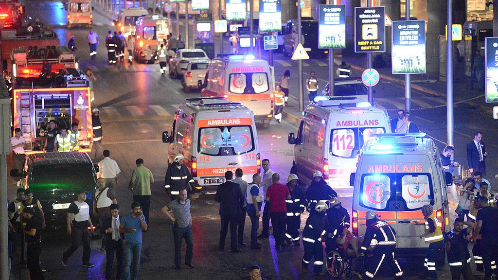 Al menos 28 muertos en un atentado contra el mayor aeropuerto de Estambul