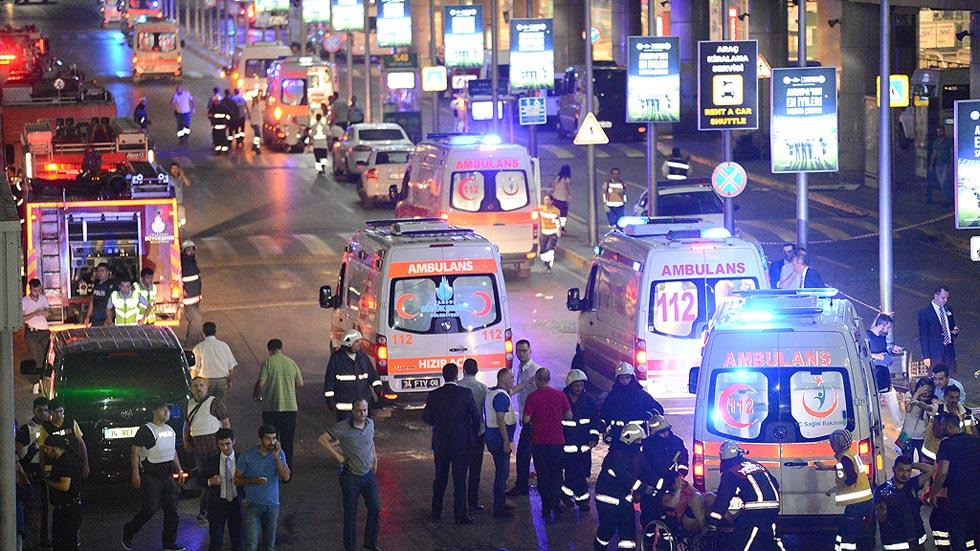 Al menos 36 muertos en un ataque terrorista contra el aeropuerto internacional de Estambul