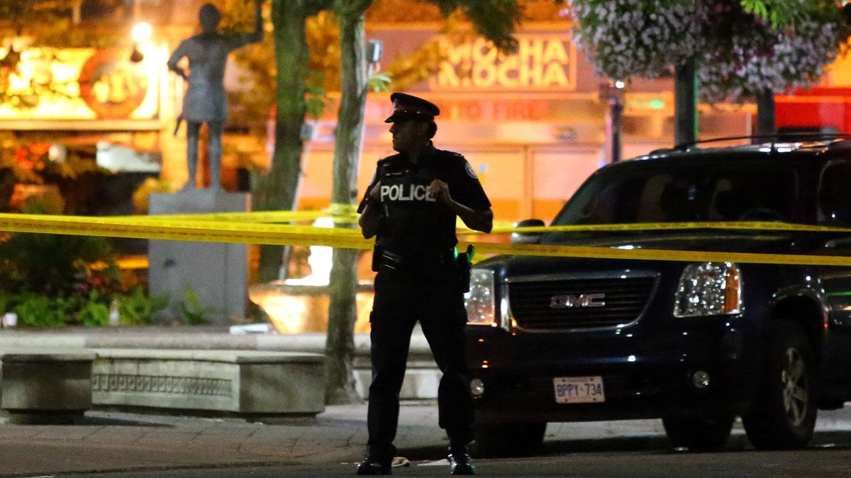 Al menos un muerto y 13 heridos en un tiroteo en Toronto