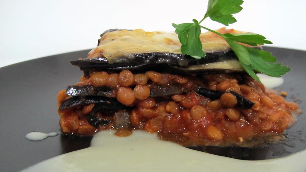 Menú vegetariano: Lasaña de berenjena con bolognesa