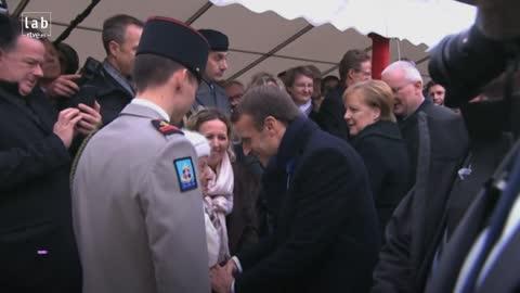 Merkel confundida con la esposa del presidente francés Macron