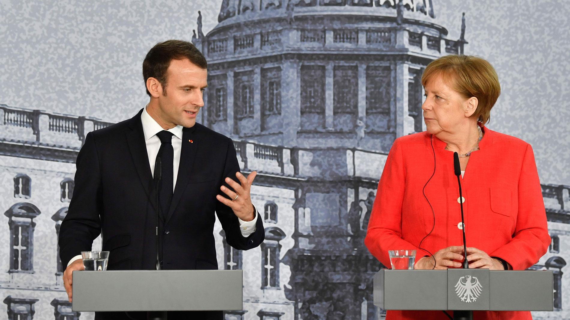 """Merkel y Macron se emplazan a consensuar la """"refundación"""" de la UE pese a sus diferencias"""
