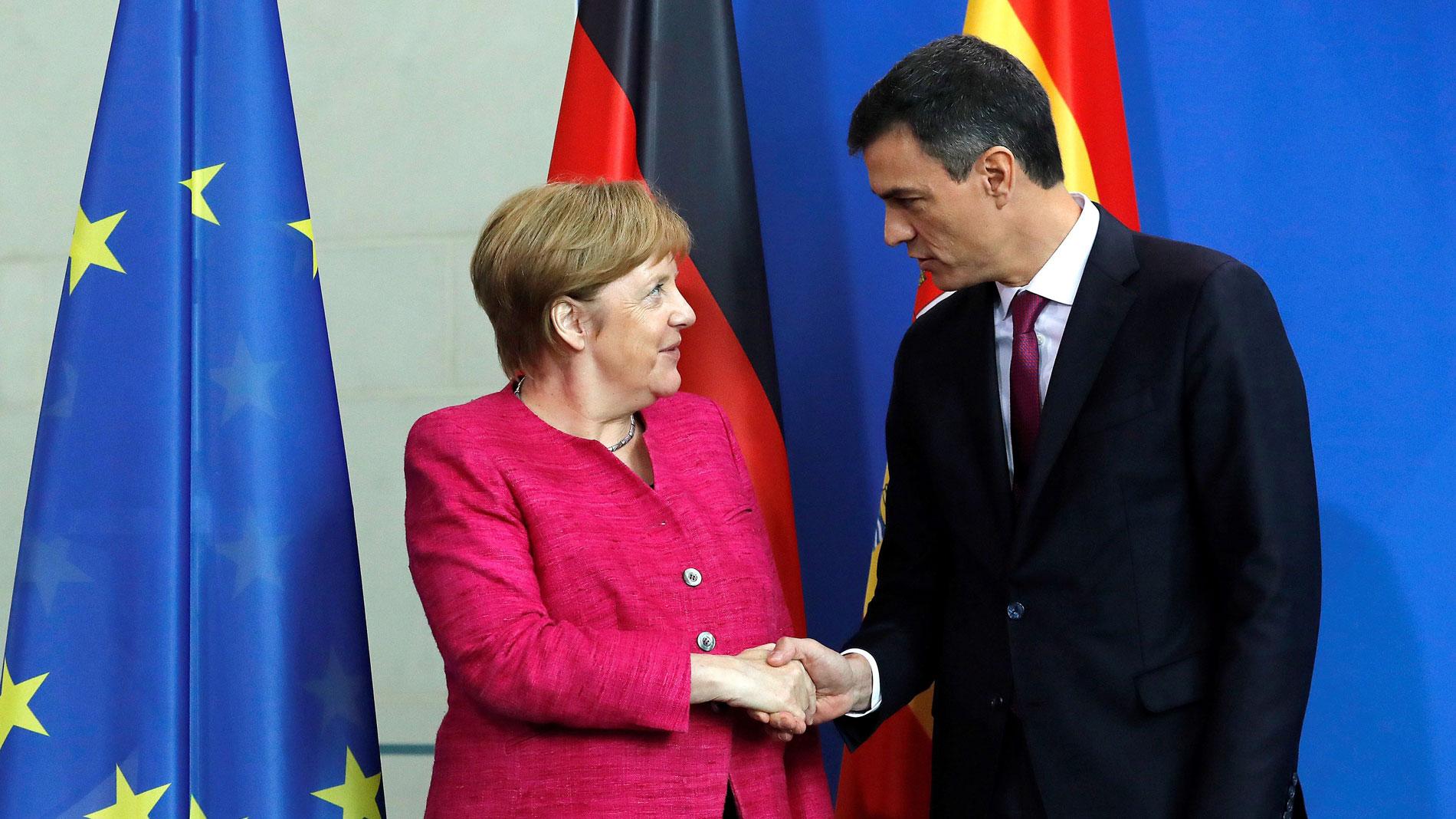Resultado de imagen de Merkel apoya que España reciba más ayuda de Bruselas por el repunte de la llegada de migrantes
