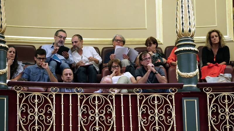 Miembros de los Consejos de Informativos de RTVE en la tribuna del Congreso