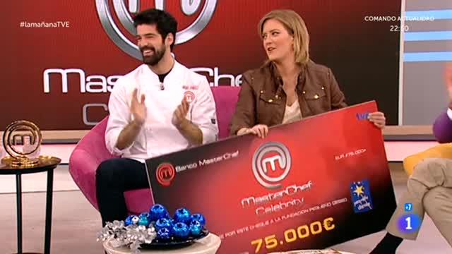 Miguel Ángel Muñoz dona su cheque a Pequeño Deseo