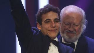 Miguel Herrán recoge el premio a mejor actor revelación en los Goya 2016
