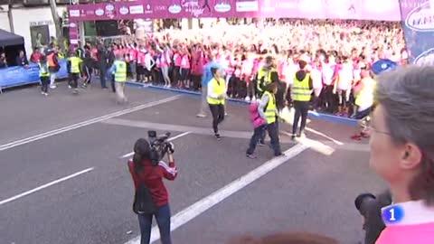 Miles de mujeres participan en la 15 edición de la carrera de la mujer