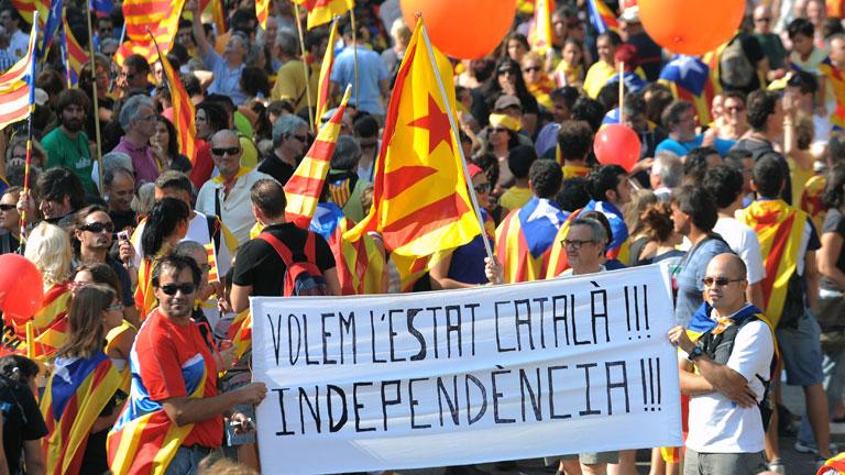 Miles de personas colapsan el centro de Barcelona en la marcha independentista