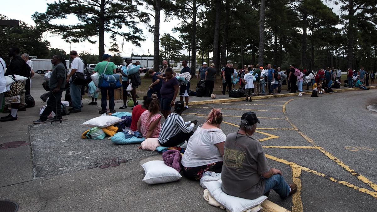 Miles de personas evacuadas buscan refugio ante la llegada de Florence