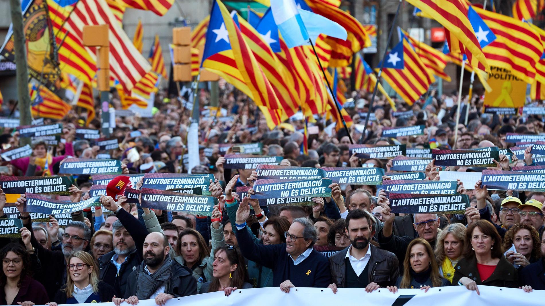 Miles de personas se manifiestan en Barcelona contra el juicio del 'procés'