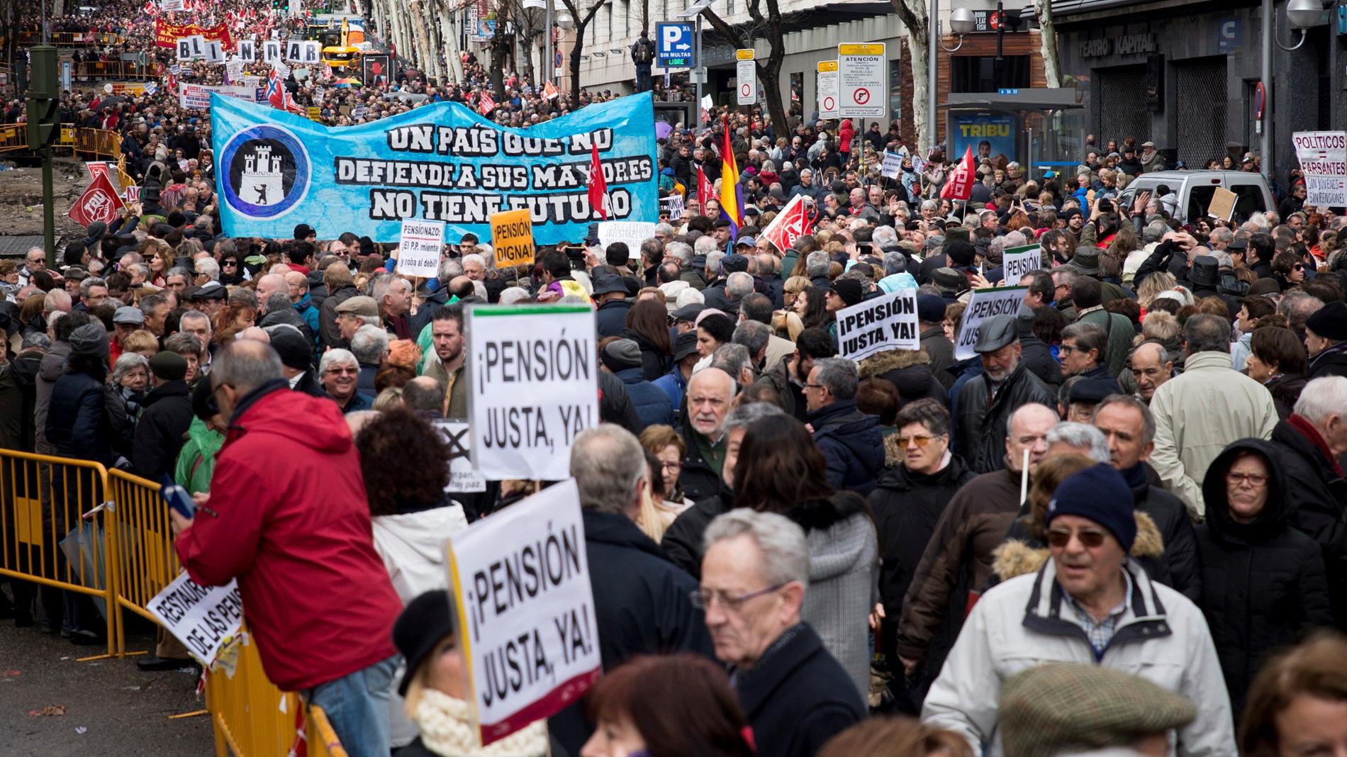 Miles de personas se manifiestan en toda España en defensa de las pensiones públicas