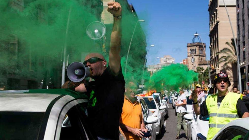 Miles de taxistas protestan en toda España contra Uber y Cabify