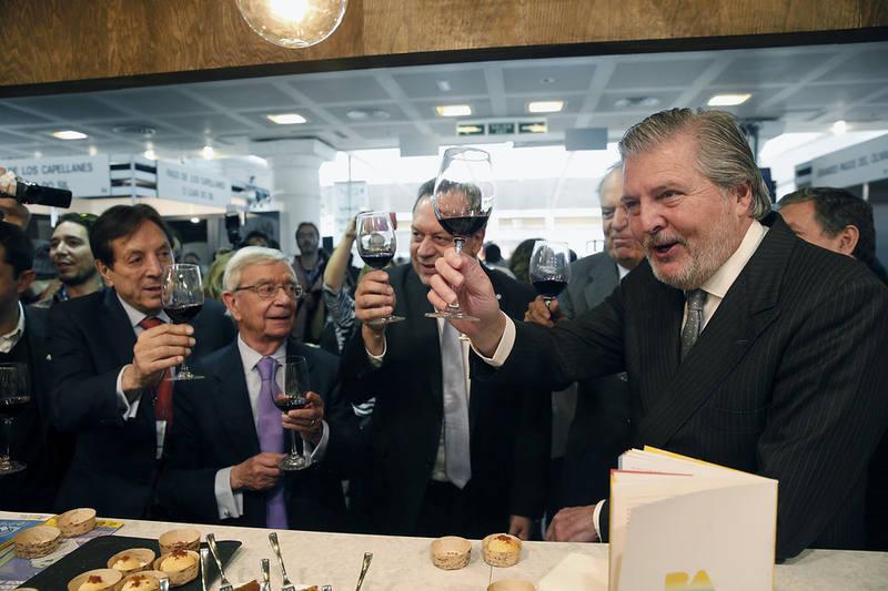 El ministro Méndez de Vigo durante su visita a Madrid Fusión