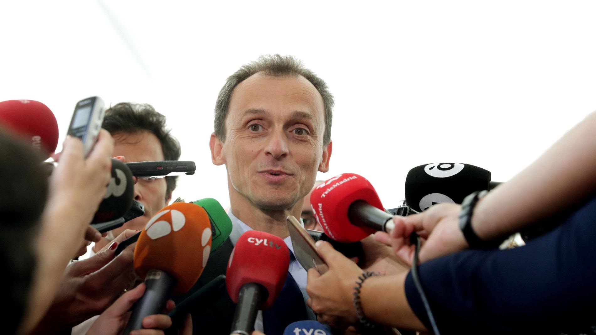 El ministro y los rectores consideran puntuales las irregularidades en los másteres