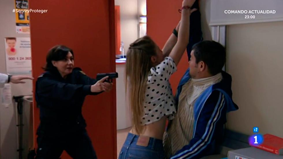 Servir y proteger - Miralles rescata a Antonio y Olga