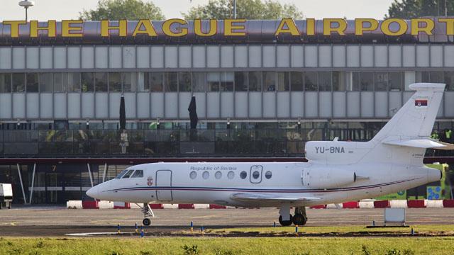Mladic llega a La Haya tras ser extraditado por Serbia