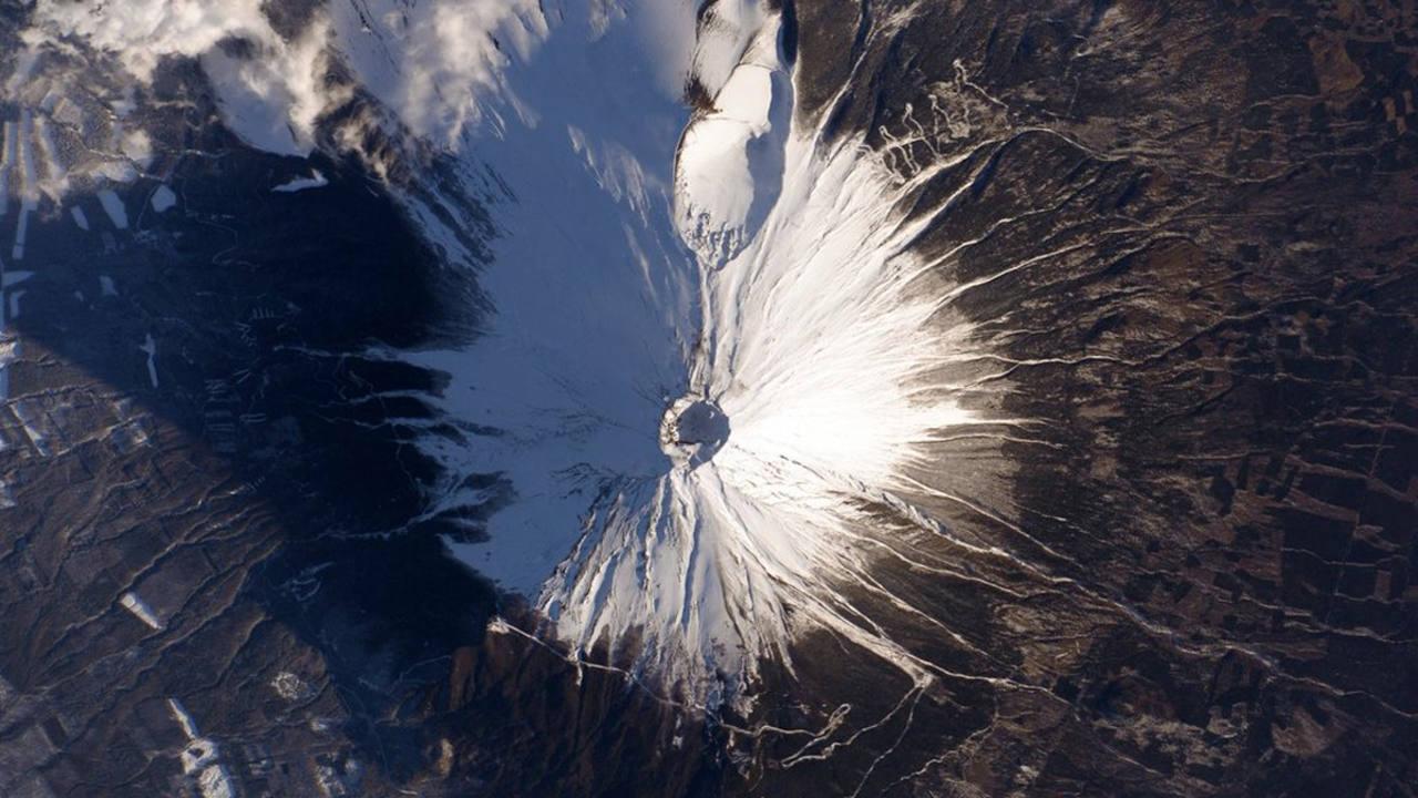 El monte Fuji, cubierto de nieve. (SCOTT KELLY)