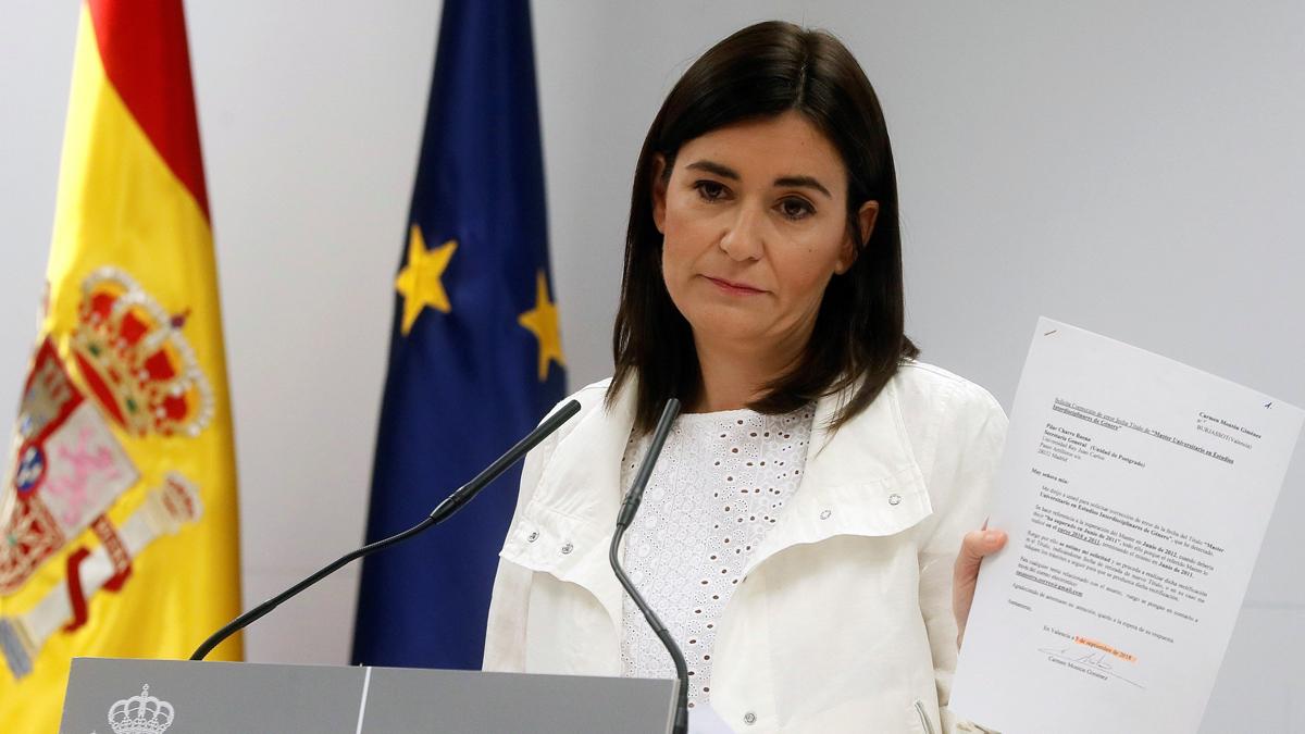 Resultado de imagen de Aumenta la presión para que Montón dimita como ministra por la polémica de su máster