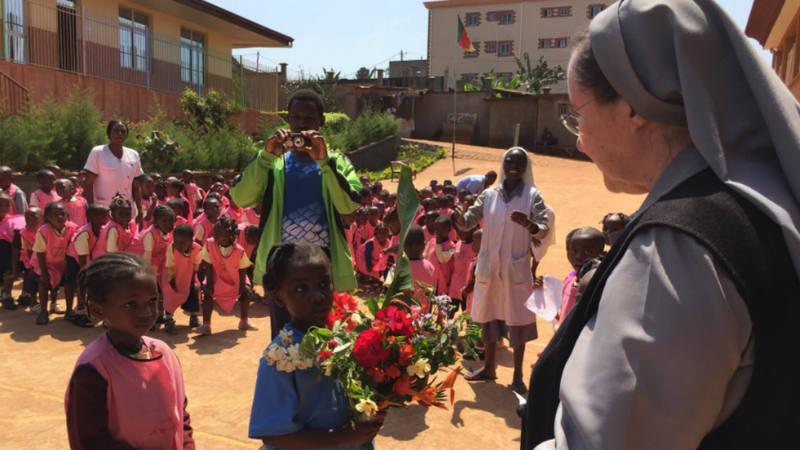 Montserrat del Pozo en el colegio Nazaret de Loum Ville (Camerún)