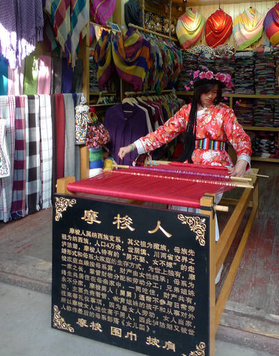mosuo girl weaver in old town lijiang
