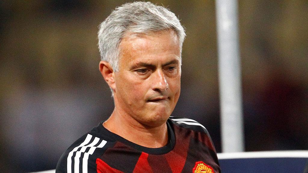 """Mourinho: """"El primer gol es fuera de juego"""""""