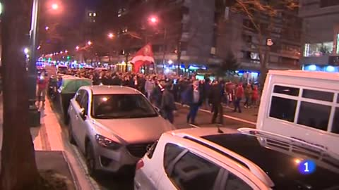 Muere un ertzaina tras los enfrentamientos entre radicales del Athletic y el Spartak