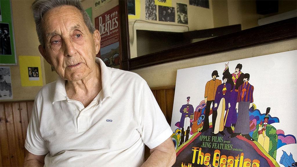 Muere Juan Carrión, el profesor que logró que los Beatles imprimieran en sus discos las letras de sus canciones