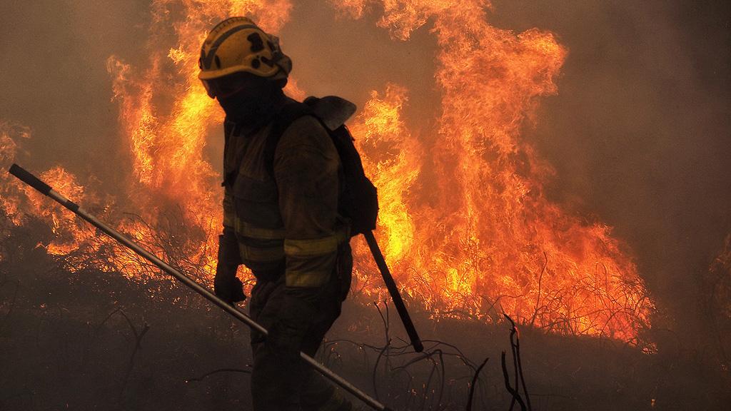 Mueren dos personas en los incendios que azotan Galicia
