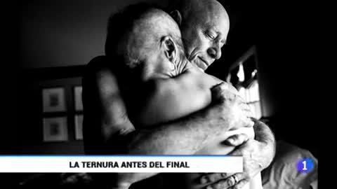 Una muestra de Nancy Borowick en Barcelona retrata la lucha contra el cáncer de sus padres