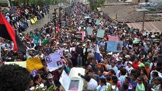 Multitudinaria despedida en Honduras a la ecologista Berta Cáceres asesinada el jueves en su casa