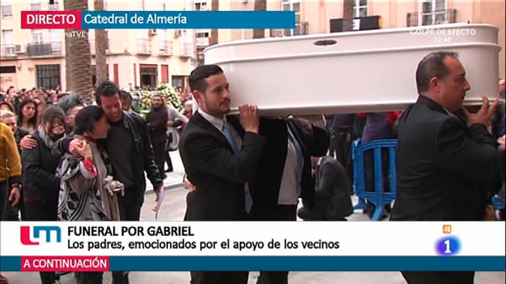 Multitudinario funeral por Gabriel