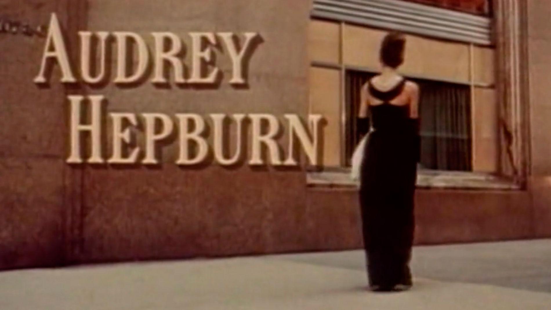 El Museo del Traje de Madrid exhibe el vestido que llevó Audrey Hepburn en 'Desayuno con diamantes'