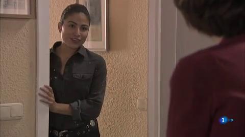 Servir y proteger - Nacha y Teresa se besan por primera vez