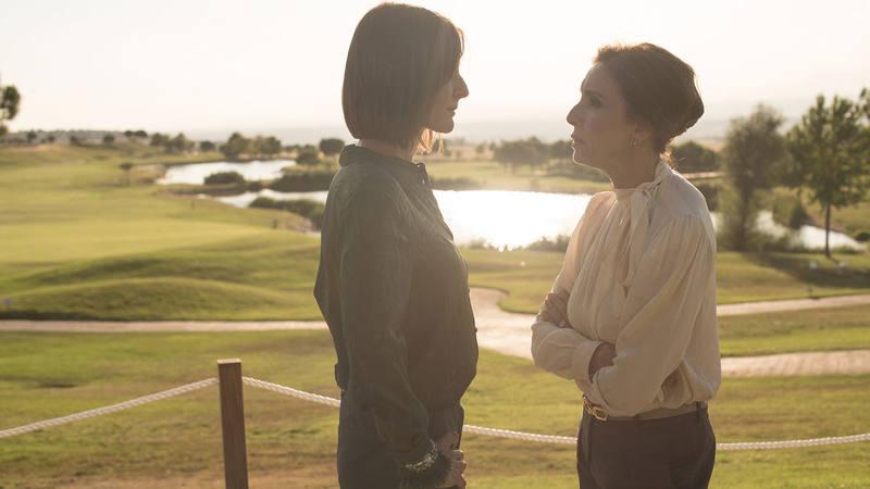 Nathalie Poza y Ana Belén encarnan respectivamente a Almudena Fuentes y Pilar del Riego en la serie 'Traición'
