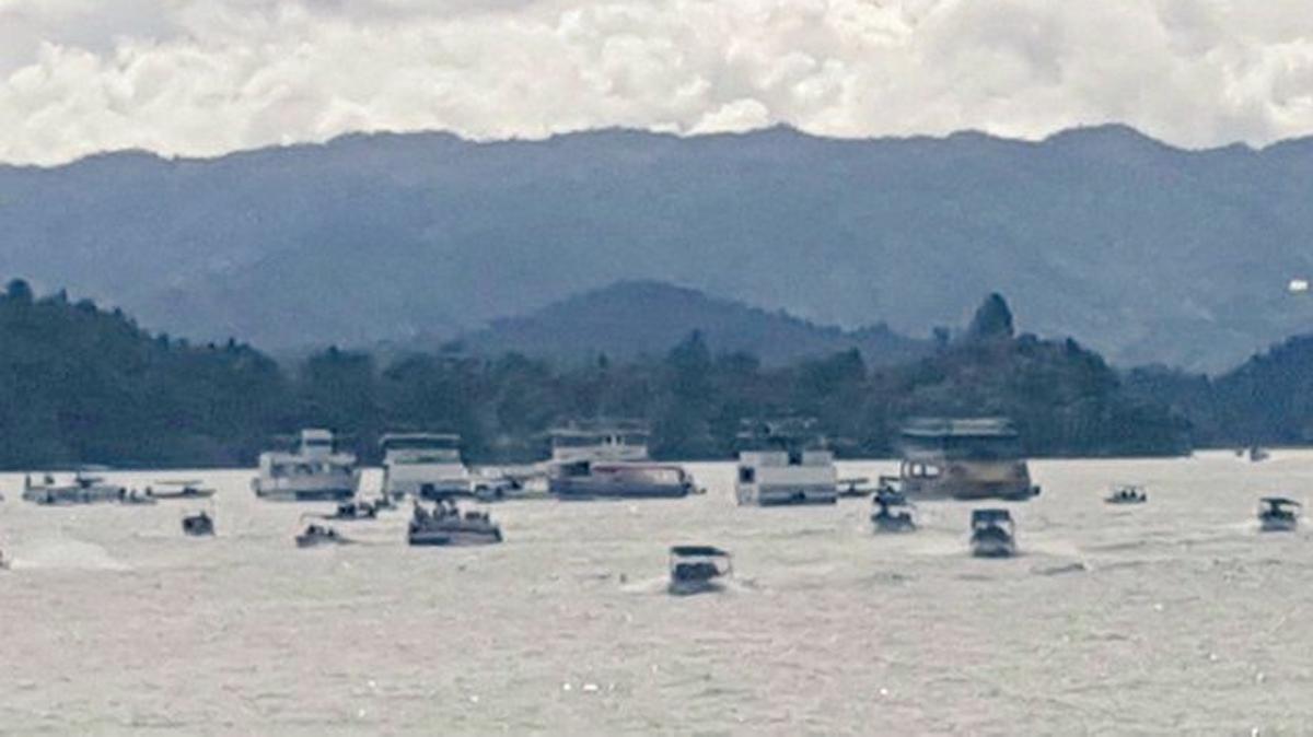 Naufraga un barco con unos 150 turistas en la localidad colombiana de Guatapé