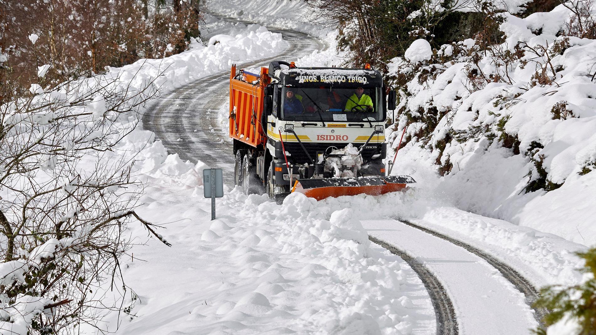La nieve complica la circulación en el noroeste de España